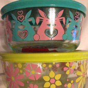 2 4 cup Spring Easter Pyrex bowls with lids posies